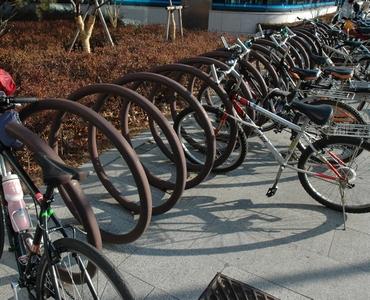 ... 自転車 置き場 です これ 気 に